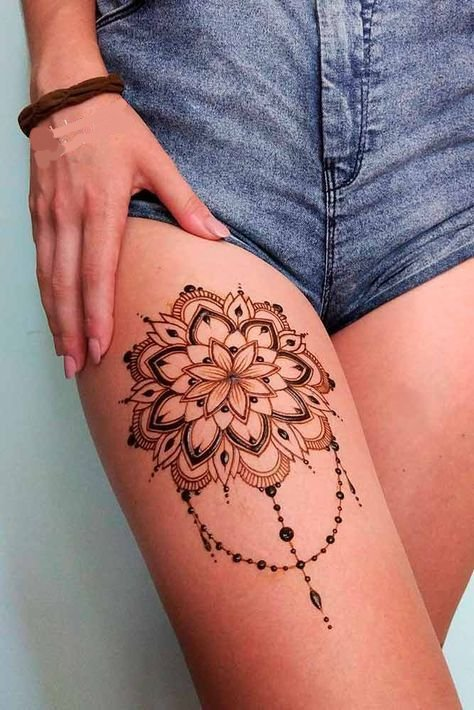 henna design on thigh for women