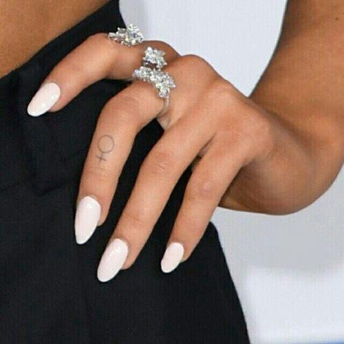 ariana grande tattoos on fingers