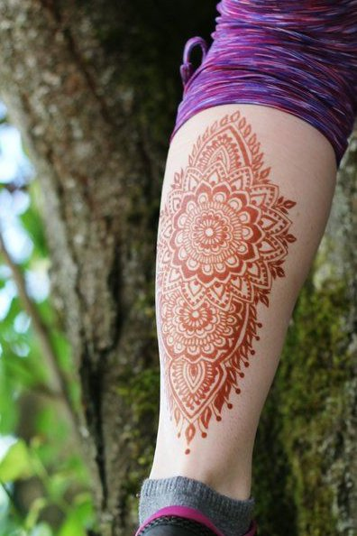henna tattoo on leg