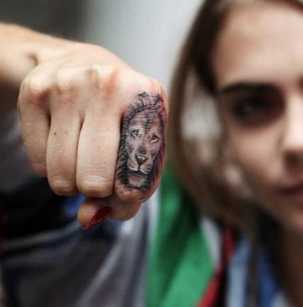 Cara Delevingne lion tattoo on finger